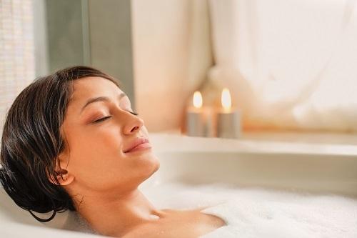 VITALIA Blog Text Entspannt durch die Weihnachtszeit Badewanne
