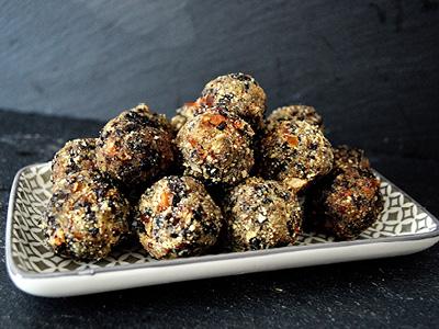 VITALIA Blog Teaser Crunchy Energy Balls